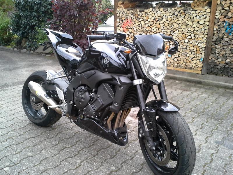 Yamaha Hs Black